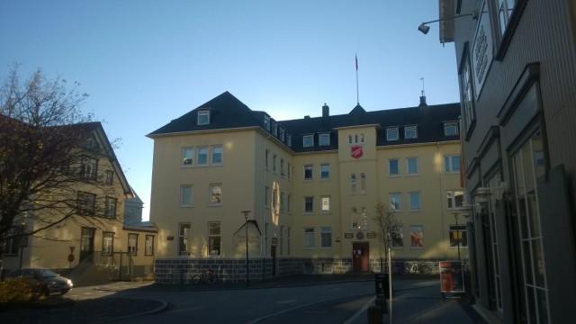 Islannin Pelastusarmeijan Reykjavikin toimitilat sekä suosittu matkustajakoti sijaitsevat aivan kaupungin sydämessä Kirkkokadulla (Kirkjustraeti 2). (Kuva Kristiina Kunnas)