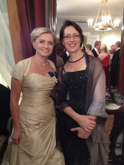 Kristillisdemokraattien entinen ja nykyinen puheenjohtaja yhteiskuvassa Linnan juhlissa. Päivi Räsänen osallistui juhliin 21. kerran, Sari Essayah'lle vastaanotto oli kahdestoista.
