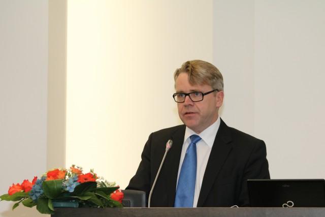 Meidän velvollisuutemme on pitää huoli siitä, että historia ei unohdu eikä toistu, toteaa Israel-ystävyysryhmän puheenjohtaja Peter Östman Vainojen uhrien muistopäivänä.