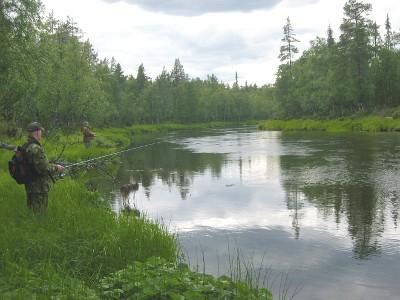 Matkailumielessä tekoaltaatkin voivat olla houkuttelevia, kuten Sodankylässä. Siellä Lokan ja Porttipahdan tekojärviä mainostetaan hienoinan kala-altaina. Viisikymmentä vuotta sitten elettiin traumaattisia aikoja, kun energiatuotannon alta pakkosiirrettiin ihmisiä ja heidän kotiseutunsa jäivät veden alle.