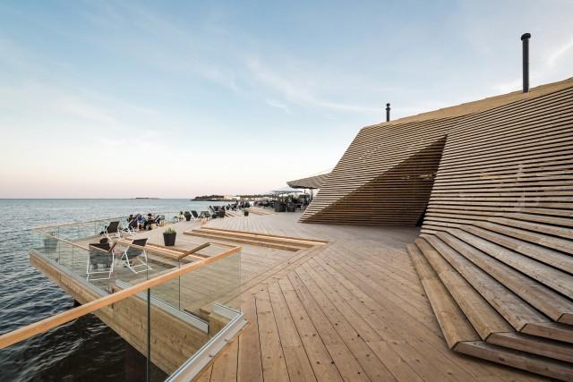 Löyly toi uudenlaisen sauna-ravintola-kompleksin upealle paikalle Helsinkiin. (Kuva kuvio.com)