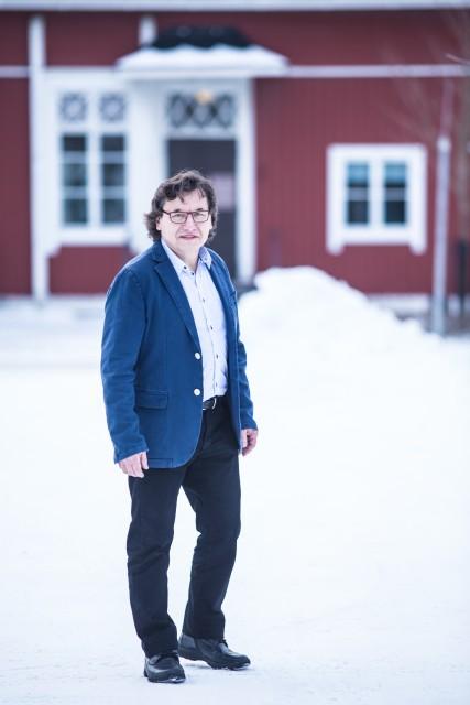 Vaalipäällikkö ja kaupunginvaltuutettu Pertti Vallittu iloitsee ehdokasmäärästä. – Odotamme vaalivoittoa Saloon, hän sanoo. (Kuva Sami Vaskola)