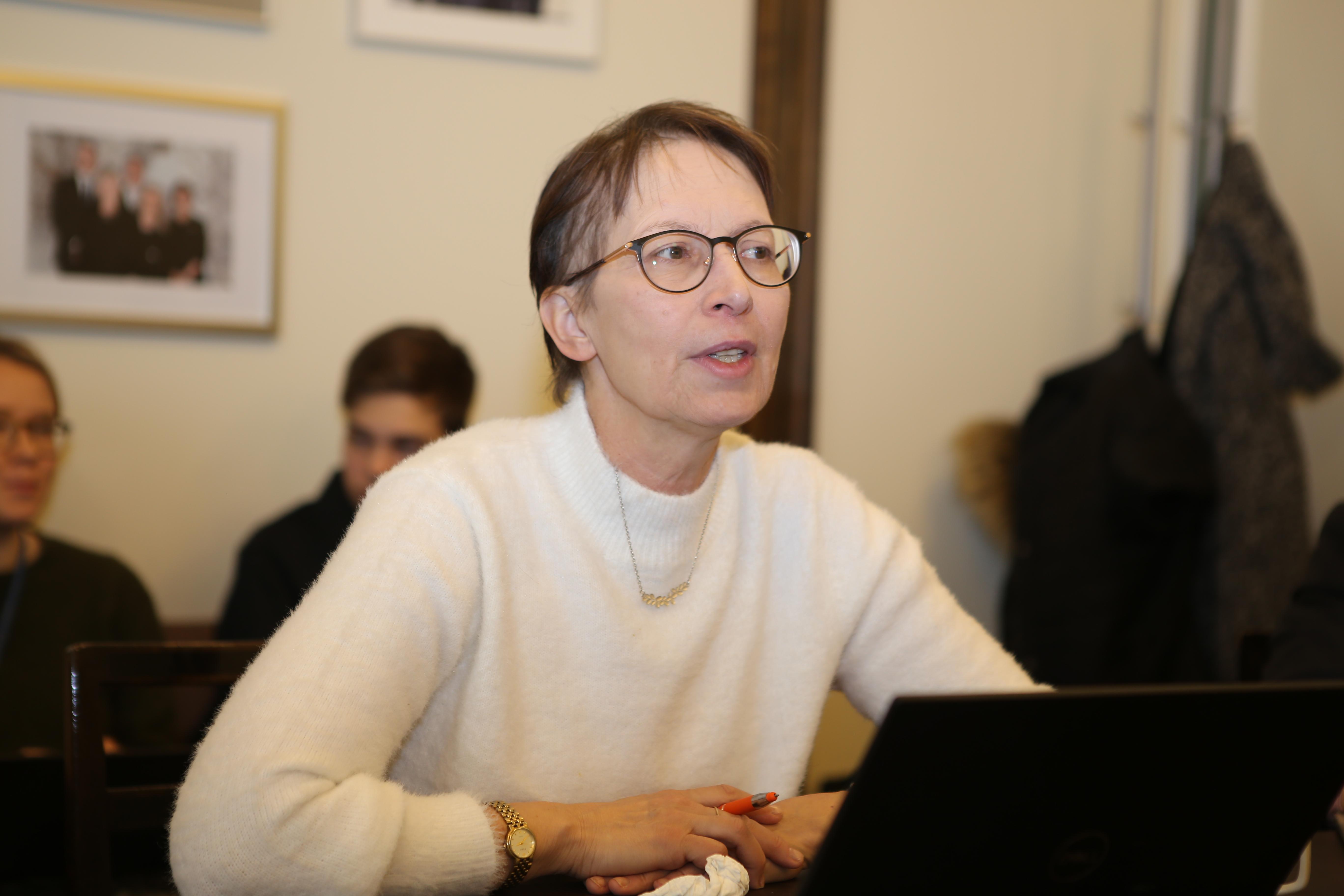 Sari Essayah ek-ryhmän kokouksessa 5.12.2019 (hallitusneuvotteluista sopiminen), kuva Kristiina Kunnas