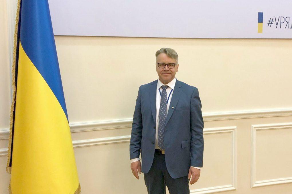 Peter Östman deltar i en minnesceremoni för massakern i Babij Jar